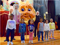 Photo of Shaw Avenue Students with the Catskill Puppet Theater